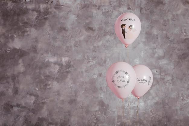 Widok z przodu balonów ślubnych z miejsca na kopię