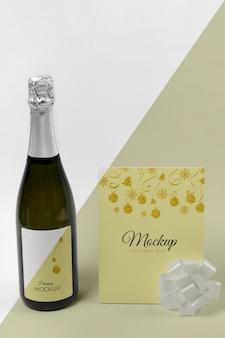 Widok z przodu makiety butelki szampana i wstążki