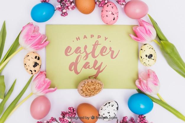 Wielkanocna makieta z kolorowymi jajkami