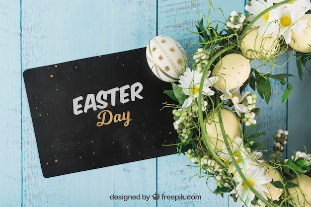 Wielkanocna makieta z koperty i wieniec