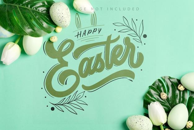 Wielkanocna makieta ze świeżych zielonych liści tropikalnych monstera, zielonych jaj i małych jaj przepiórczych
