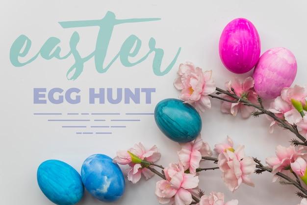 Wielkanocny makieta z jajkami i gałęziami