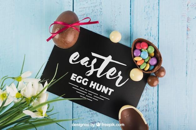 Wielkanocny mockup z choco jajkami na kopercie