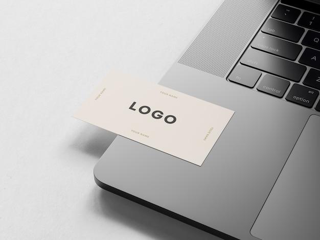 Wizytówka na laptopie