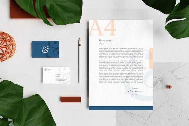 Wizytówka z dokumentem firmowym a4 i makietą materiałów biurowych