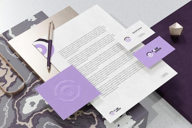 Wizytówka z makietą brandingu papieru firmowego