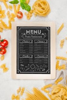 Włoskie menu i makaron powyżej widoku