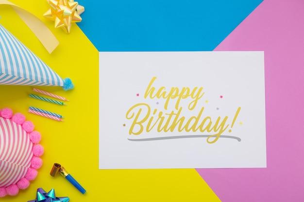Wszystkiego najlepszego z okazji urodzin, płaska świecka dekoracja z makietą karty zaproszenia ulotki.