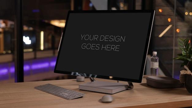 Wszystko w jednym makiecie na komputerze