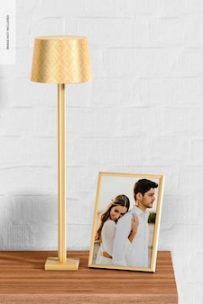 Wysoka lampa stołowa z makietą ramki na zdjęcia