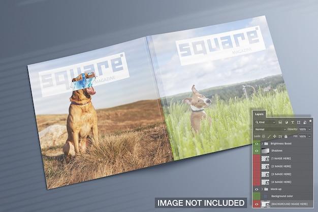 Wysoki widok kwadratowych czasopism obejmuje makietę