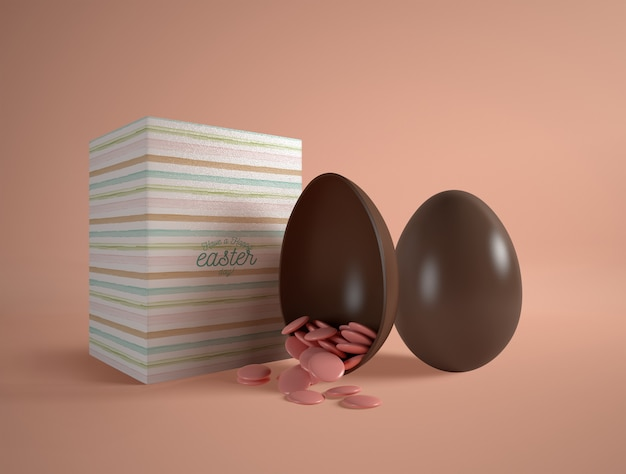 Wysokiego kąta czekoladowy jajko na stole