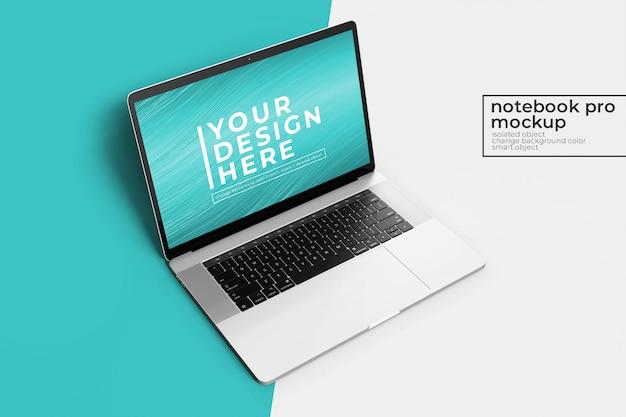 Wysokiej jakości izolowany 15-calowy laptop pro premium do makiet internetowych i interfejsu użytkownika z przodu z lewej strony
