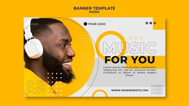 Z ukosa człowiek słucha muzyki szablon sieci web banner