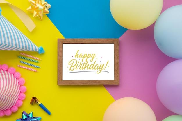 Zadowolony urodziny tło, mieszkanie świeckich dekoracji party z szablonem makieta ramki.