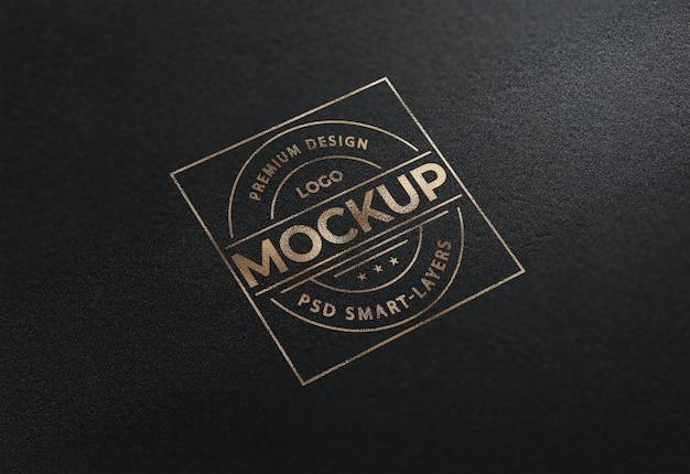 Zamknij się na makiecie logo luksusowej złotej folii