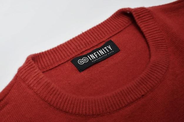 Zamknij się na makiecie logo na metce ubrania