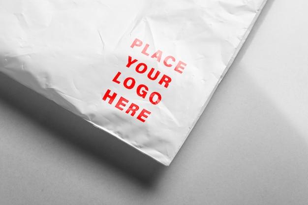 Zamknij się na makiecie logo plastikowej torby