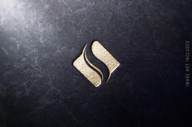 Zamknij się na makiecie luksusowego logo