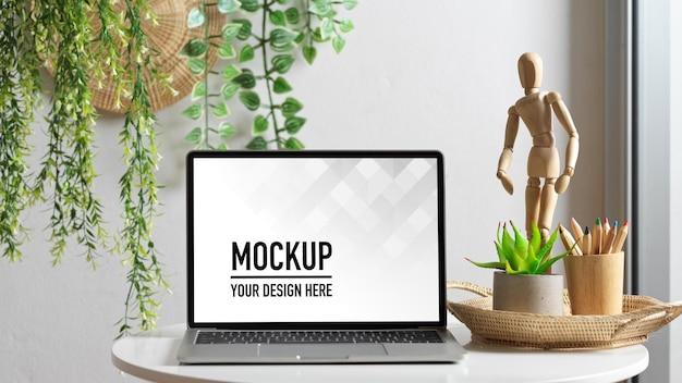 Zamknij Widok Obszaru Roboczego Z Makietą Laptopa Premium Psd