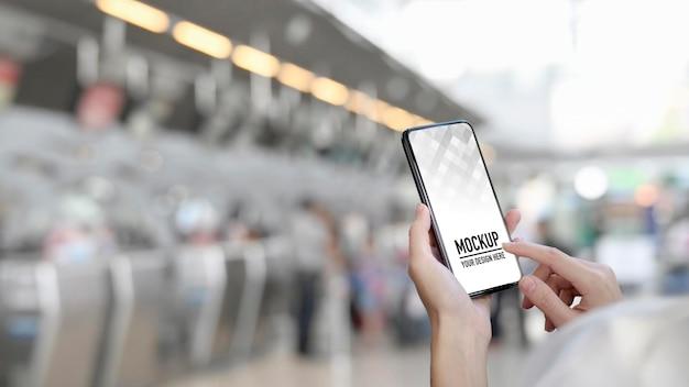 Zamknij Widok Rąk Za Pomocą Smartfona Premium Psd