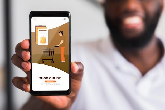 Zbliżenie człowieka zakupy online