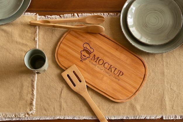 Zbliżenie na makieta drewnianej deski do krojenia