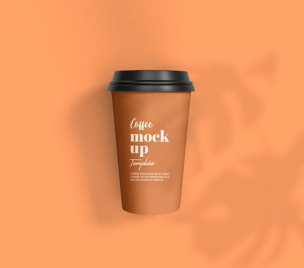 Zbliżenie na opakowanie makiety filiżanki kawy