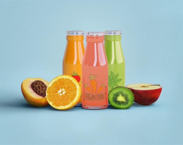 Zdrowy sok na detoks koncepcji i owoców