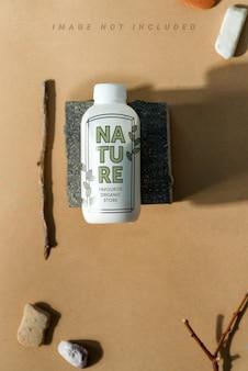 Zestaw kosmetyków z makiety butelki i pumeksu.