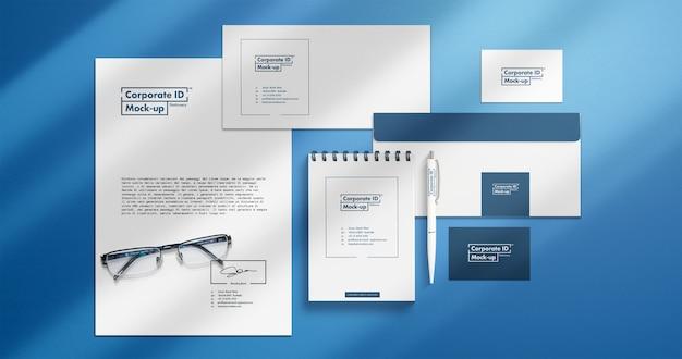 Zestaw makiet papierniczych corporate identity z oddzielnymi elementami