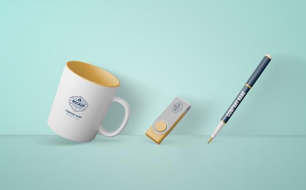 Zestaw produktów merchandisingowych z logo firmy