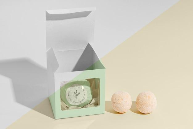Zestaw zawiera kule do kąpieli i pudełko