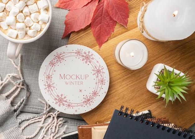 Zimowa aranżacja hygge z makietą talerza