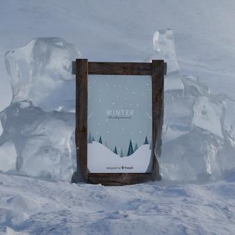 Zimowy motyw na ramie podczas lodowatej zimy