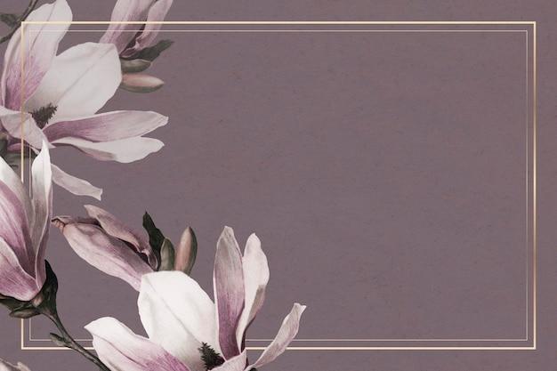 Złota ramka psd z obramowaniem magnolii na fioletowym tle