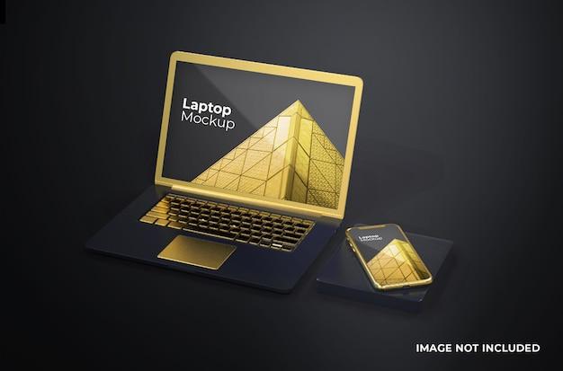 Złoty macbook pro z makietą telefonu smartfona