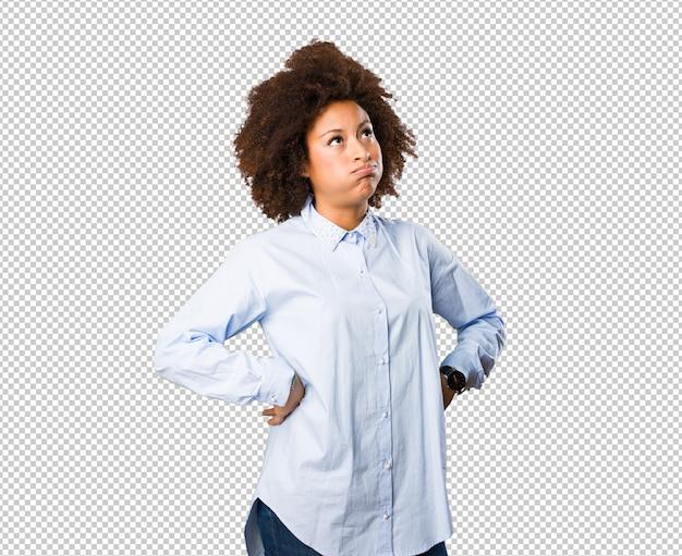 Zmęczona młoda czarna kobieta
