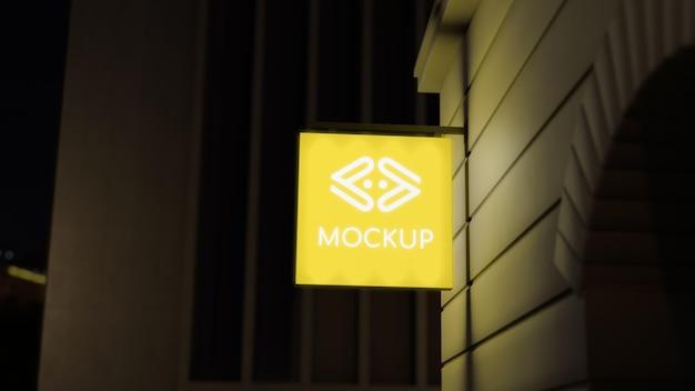 Znak firmowy żółty neon nocy