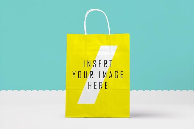 Żółta torba papierowa makieta