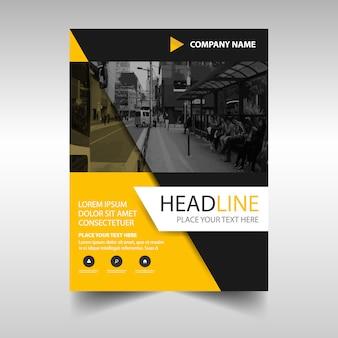 Żółty kreatywny raport roczny szablonu książki