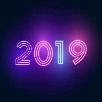 2019 szczęśliwego nowego roku. neonowy tekst z jasnym oświetleniem.