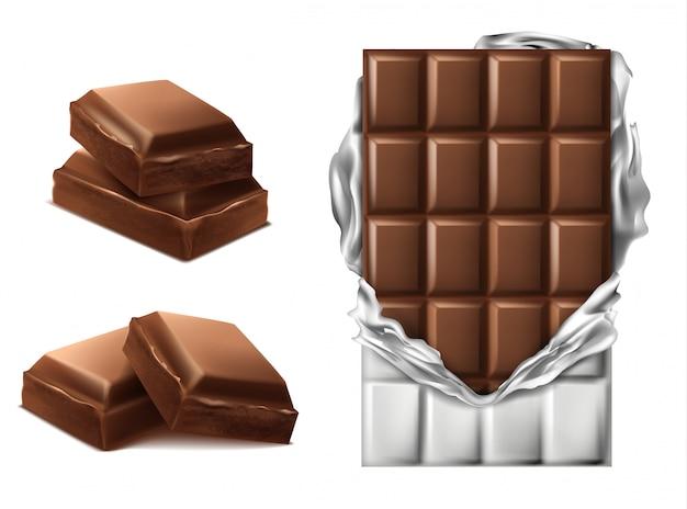 3d realistyczne kawałki czekolady. brązowy pyszny batonik w podartym opakowaniu foliowym i plasterkiem czekolady