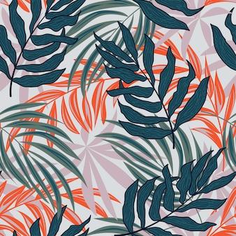 Abstrakcjonistyczny bezszwowy wzór z kolorowymi tropikalnymi liśćmi i roślinami na białym tle