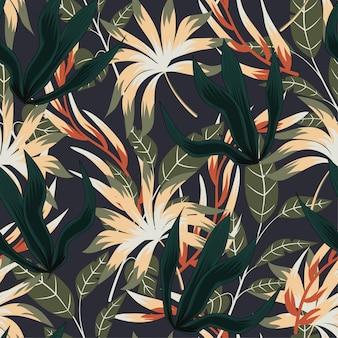 Abstrakcjonistyczny bezszwowy wzór z kolorowymi tropikalnymi liśćmi i roślinami na szarym tle
