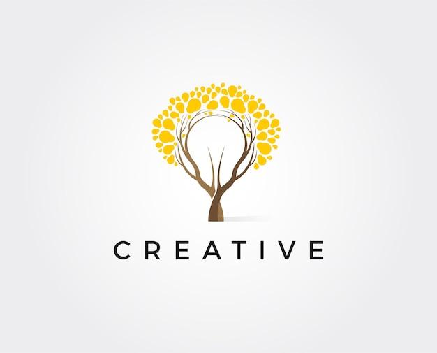Abstrakcyjna lampa żarówka z logo drzewa. symbol natury pomysł innowacji. ekologia, wzrost, koncepcja rozwoju.