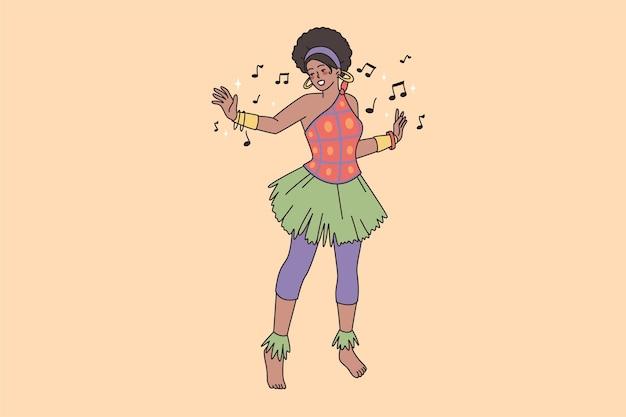 Afrykańska kobieta w jasnym kostiumie cieszy się rytualnym tańcem