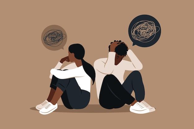 Afrykański mężczyzna i kobieta w kłótni. dwie postacie siedzące plecami do siebie, niezgoda, kłopoty w związku.