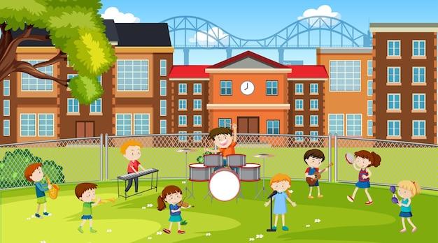 Aktywne dzieci bawiące się w parku szkolnym