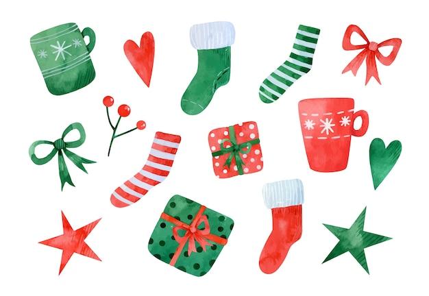 Akwarela zestaw elementów świątecznych. czerwono-zielone skarpetki świąteczne, kubki, prezenty, kokardki, serduszka, gwiazdki i gałązka jarzębiny
